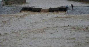 سقوط خودرو داخل رودخانه در بیرجند و قطع گاز جهرم در اثر سیل