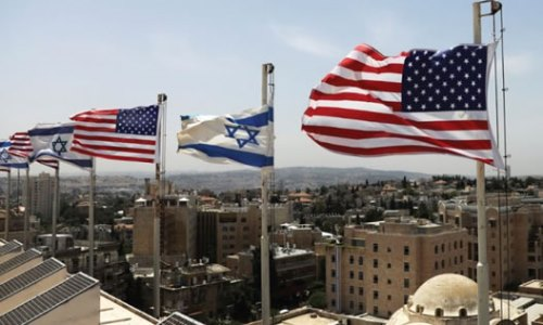 پرچمهای آمریکا و اسرائیل